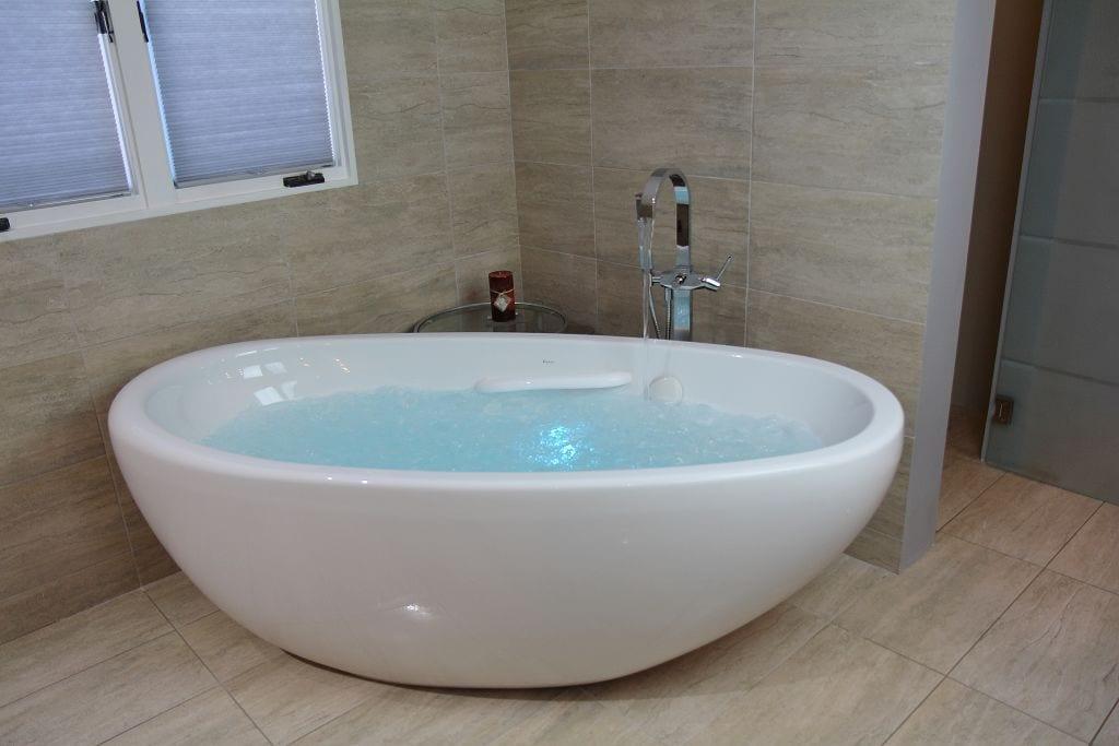 massage tub with lights